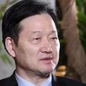 """<p class=""""Normal""""> <strong>9.<span> </span>Qin Yinglin, Chủ tịch Muyuan Foodstuffs</strong></p> <p class=""""Normal""""> Tài sản ròng 2019: 16,6 tỷ USD</p> <p class=""""Normal""""> Xếp hạng 2018: Không nằm trong top 10</p> <p class=""""Normal""""> Tài sản của ông chủ hãng thực phẩm Muyuan Foodstuffs đạt 16,6 tỷ USD trong năm qua nhờ giá thịt lợn tăng cao. Khởi đầu với đàn lợn 22 con, sau 2 năm, quy mô đàn lợn của Qin tăng lên 2.000 con và vượt mốc 10.000 con vào năm 1997. Đến nay, Muyuan Foodstuffs trở thành một trong những nhà sản xuất thịt lợn lớn nhất Trung Quốc. (Ảnh: <em>SCMP</em>)</p>"""