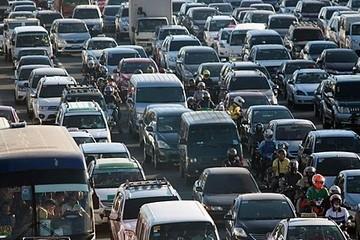 Nhân viên văn phòng Manila phải ở ký túc xá vì tắc đường