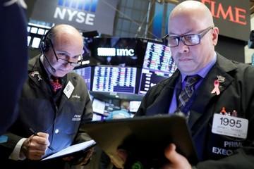 Nhà đầu tư phớt lờ lo ngại về thương mại, Phố Wall tiếp tục lập đỉnh
