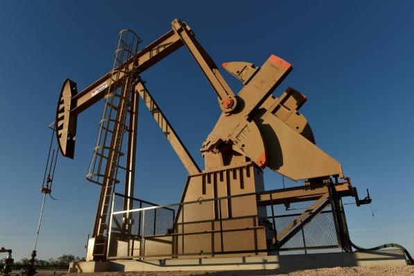 Giá dầu tăng, giá vàng chạm đáy 3 tháng
