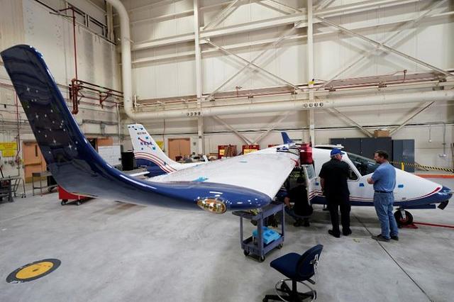 NASA ra mắt máy bay điện đầu tiên