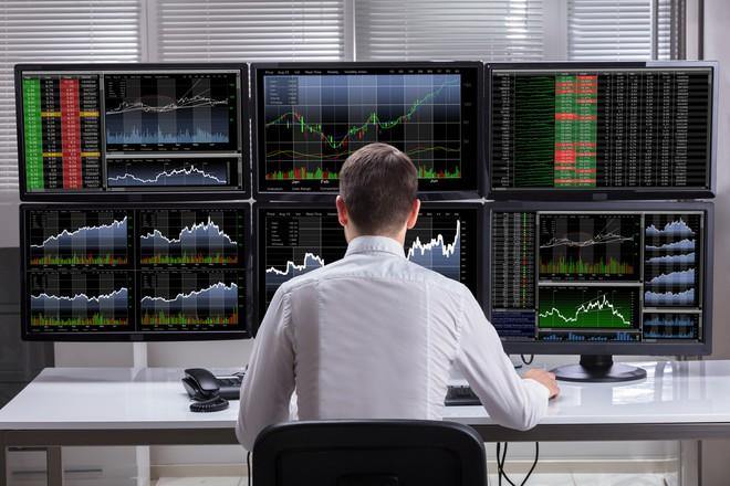 Tự doanh CTCK bán ròng trở lại gần 150 tỷ đồng trong tuần 4-8/11, 'xả' mạnh cổ phiếu bluechip