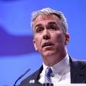 """<p class=""""Normal""""> <strong>Joe Walsh - đảng Cộng hòa</strong><br /><span>Cựu hạ nghị sĩ bang Illinois</span><br /><span>Tuổi: 57</span><br /><span>Ngày tuyên bố tranh cử 25/8</span></p> <p class=""""Normal""""> Walsh là người thường chỉ trích Trump, cho rằng tổng thống đương nhiệm không phù hợp để lãnh đạo Mỹ. Walsh giành một ghế tại Hạ viện năm 2010 nhưng để mất vào tay Tammy Duckworth, đảng Dân chủ, trong cuộc bầu cử giữa kỳ năm 2012. Sau khi rời quốc hội, ông trở thành người dẫn một chương trình phát thanh khu vực Chicago.</p>"""