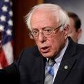"""<p class=""""Normal""""> <strong>Bernie Sanders - đảng Dân chủ</strong><br /><span>Thượng nghị sĩ bang Vermont</span><br /><span>Tuổi: 78</span><br /><span>Ngày tuyên bố tranh cử: 19/2</span></p> <p class=""""Normal""""> Ông Sanders thua bà Hillary Clinton khi cạnh tranh vị trí ứng viên tổng thống đảng Dân chủ năm 2016. Trong cuộc đua năm 2020, ông tiếp tục vận động dựa trên những vấn đề từng nêu ra tại đại hội đảng Dân chủ 4 năm trước, ủng hộ miễn học phí tại cao đẳng công lập, lương tối thiểu 15 USD/giờ và chăm sóc y tế phổ quát.</p> <p class=""""Normal""""> Thượng nghị sĩ này bị đau tim khi vận động ở bang Nevada hồi tháng 10 nhưng diễn biến này không ảnh hưởng nhiều đến sự ủng hộ dành cho ông.</p>"""