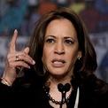 """<p class=""""Normal""""> <strong>Kamala Harris - đảng Dân chủ</strong><br /><span>Thượng nghị sĩ bang California</span><br /><span>Tuổi: 55</span><br /><span>Ngày tuyên bố tranh cử: 27/1</span></p> <p class=""""Normal""""> Harris sẽ làm nên lịch sử, trở thành người phụ nữ da màu đầu tiên đại diện một chính đảng tranh cử tổng thống nếu bà đánh bại các ứng viên Dân chủ còn lại. Bố mẹ bà là người nhập cư từ Ấn Độ và Jamaica.</p> <p class=""""Normal""""> Harris ủng hộ thuế tín dụng với tầng lớp trung lưu, hợp pháp hóa cần sa. Sự ủng hộ dành cho nữ ứng viên này tăng vọt sau cuộc tranh luận với ông Biden hồi tháng 6 về các vấn đề tranh cử nhưng giảm dần sau đó.</p>"""