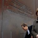 """<p class=""""Normal""""> Thủ tướng Đức Angela Merkel tham dự lễ kỷ niệm 30 năm Bức tưởng Berling sụp đổ vào ngày 9/11. Bức tường Berlin được xây vào năm 1961 nhằm ngăn dòng người từ Đông Đức sang Tây Đức. Ranh giới hai phía của thành phố ban đầu chỉ là hàng rào dây thép gai và tường gạch, sau đó được xây thêm ụ súng, công sự và chốt gác trên suốt chiều dài 160 km. Ngày 9/11/1989, nhà lãnh đạo Đông Đức Egon Krenz hủy bỏ hạn chế đi lại với người dân. Hàng chục nghìn người đổ về các trạm kiểm soát dọc theo Bức tường, đòi vào tây Berlin.<br /><br /><span>Đây được coi là một trong những sự kiện dẫn tới kết thúc Chiến tranh Lạnh, cũng như thống nhất nước Đức vào năm 1990. Ảnh: </span><em>Reuters</em><span>.</span></p>"""