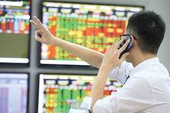 10 cổ phiếu tăng/giảm mạnh nhất tuần: 'Tân binh' Vietourist gây ấn tượng