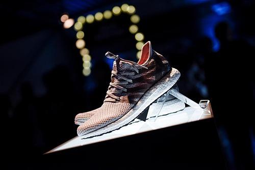 Adidas sắp đóng cửa nhà máy sản xuất bằng robot