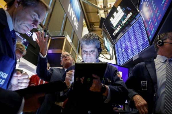 S&P 500, Nasdaq mất đỉnh lịch sử vì bình luận của Trump từ cuối tuần trước