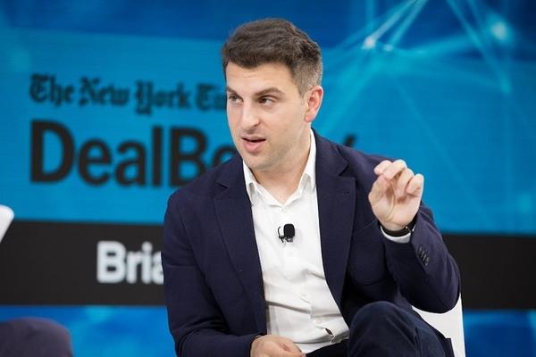 Cùng là startup kỳ lân, CEO Airbnb nói gì về thất bại của WeWork?