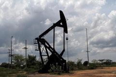 Fed bình luận tích cực về kinh tế Mỹ, giá dầu tăng