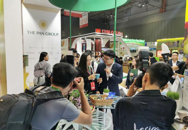 CEO Tập đoàn PAN - bà Nguyễn Thị Trà My (giữa) cho rằng sản phẩm nông nghiệp chất lượng cao của Việt Nam cần được quảng bá mạnh mẽ hơn nữa tới bạn bè quốc tế.