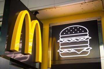 Cửa hàng McDonald's ở Hong Kong cạn kiệt đồ ăn vì biểu tình