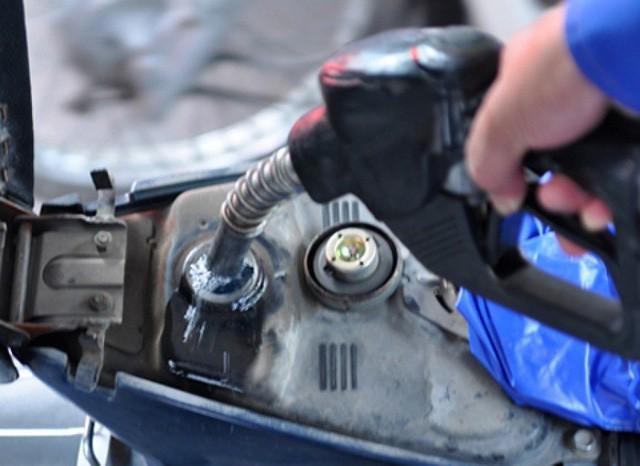 Giá xăng tăng 250 - 350 đồng/lít, dầu giảm
