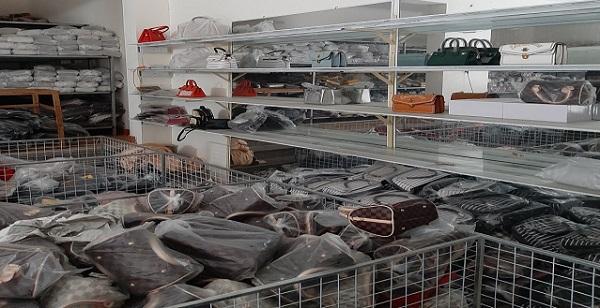 Tạm giữ hơn 1.400 túi xách, ví tại Hà Nội có dấu hiệu giả mạo Hermes, LV, Dior, Chanel