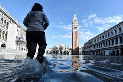 Lụt nặng nhất 50 năm, 70% Venice ngập trong nước