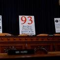 """<p class=""""Normal""""> Các tấm biển được đặt ở phía sau ghế ngồi của các thành viên trong hội đồng luận tội Tổng thống Donald Trump. Bắt đầu từ ngày 13/11, Hạ viện bắt đầu tổ chức các phiên điều trần công khai nhằm phục vụ cuộc điều tra xem liệu Tổng thống Trump có lạm quyền hay không khi muốn gắn việc viện trợ cho Ukraine với yêu cầu điều tra cựu phó Tổng thống Mỹ Joe Biden, một trong những ứng cử viên sáng giá của đảng Dân chủ trong cuộc chạy đua vào Nhà Trắng năm 2020. Chủ tịch Ủy ban Tình báo Hạ viện Mỹ Adam Schiff là chủ tọa của các phiên điều trần này. 3 phiên điều trần công khai tuần tới vào các ngày 19, 20 và 21/11 sẽ có sự có mặt của 8 nhân chứng.<br /><br /><span>Đây là cuộc điều trần luận tội thứ tư trong lịch sử 243 năm của Mỹ, cũng là lần đầu tiên một phiên điều trần về vấn đề này được phát trên truyền hình, đánh dấu giai đoạn mới có thể ảnh hướng tới danh tiếng cũng như quá trình vận động tranh cử cho năm 2020 của ông Trump. Ảnh: <em>Reuters</em>.</span></p>"""