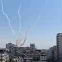 """<p class=""""Normal""""> Khói bốc lên từ một khu dân cư tại Dải Gaza vào ngày 14/11, khi quân đội Israel triển khai đợt không kích mới nhằm vào các """"mục tiêu khủng bố"""" ở đây.<br /><br /><span>Một ngày trước đó, hãng thông tấn Tass của Nga trích thông báo của Bộ Quốc phòng Israel cho biết trong ngày 12/11, đã có khoảng 190 quả rocket của lực lượng thánh chiến Hồi giáo Palestine ở Dải Gaza được phóng vào lãnh thổ của Israel.</span></p> <p class=""""Normal""""> <span>Căng thẳng giữa Israel và các tay súng Palestine ở Dải Gaza bắt đầu leo thang sau khi quân đội Israel không kích nhà riêng của một thủ lĩnh nhóm Hồi giáo Jihad làm nhân vật này thiệt mạng và các tay súng ở Gaza đáp trả bằng hàng loạt vụ tấn công rocket. Ảnh: </span><em>Reuters</em><span>.</span></p>"""
