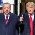"""<p class=""""Normal""""> Tổng thống Donald Trump chào đón Tổng thống Tayyip Erdogan của Thổ Nhĩ Kỳ tới thăm Nhà Trắng vào ngày 13/11. Sau buổi gặp gỡ, cả 2 nhà lãnh đạo đều không đưa ra được kế hoạch giải quyết bất đồng giữa 2 quốc gia trong một số vấn đề, từ chiến dịch tấn công quân sự của Thổ Nhĩ Kỳ nhằm vào đồng minh của Washington tại Syria tới việc Thổ Nhĩ Kỳ mua hệ thống phòng thủ tên lửa Nga.<br /><br /><span>Mỹ và Thổ Nhĩ Kỳ đã rơi vào khủng hoảng mới từ tháng 10 liên quan đến Syria. Thổ Nhĩ Kỳ đã đưa quân vượt biên giới sang lãnh thổ Syria và tấn công lực lượng người Kurd sau khi Mỹ rút quân khỏi khu vực này. Kết quả, Hạ viện Mỹ đã thông qua trừng phạt Thổ Nhĩ Kỳ về chiến dịch tại Syria. Ảnh: </span><em>Reuters</em><span>.</span></p>"""