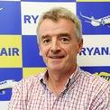 <p> Giá cổ phiếu của hãng hàng không RyanAir giảm khiến CEO Michael O'Leary bị loại khỏi danh sách tỷ phú của Forbes. Năm 2018, Forbes ước tính tài sản của doanh nhân này là 1,1 tỷ USD. (Ảnh: <em>Ryanair</em>)</p>