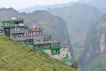 Thủ tướng chỉ đạo xử lý thông tin về xây dựng không phép, xâm phạm di sản miền núi