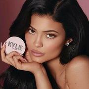 Kylie Jenner thu 600 triệu USD từ bán cổ phần hãng mỹ phẩm