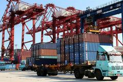 'Mỹ và Trung Quốc đang tham gia một cuộc chiến kinh tế vô nghĩa'