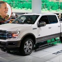 <p> Alice Walton là người thừa kế Walmart, con gái của nhà sáng lập Sam và Helen Walton. Tính đến tháng 11/2018, tài sản của bà có giá trị 47 tỷ USD. Phương tiện di chuyện của bà là chiếc Ford F-150 King Ranch đời 2006, giá 9.000 USD. Chiếc xe này thể hiện lòng tôn kính đối với cha bà, người thường dùng chiếc xe tải Ford F-150 đời 1979. Ảnh: <em>AP</em>.</p>