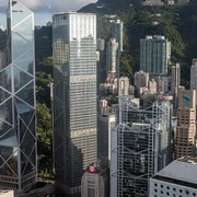 Bất ổn gia tăng, nhà giàu Hong Kong tìm cách chuyển tiền ra nước ngoài