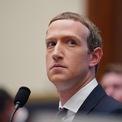 """<p> Mark Zuckerberg nằm trong danh sách tỷ phú giàu có, quyền lực và có ảnh hưởng nhất hành tinh kể từ năm 2010. Khi còn là sinh viên Đại học Harvard, ông đã ra mắt Facebook cùng với các bạn Eduardo Saverin, Andrew McCollum, Dustin Moskovitz và Chris Hughes. Mark Zuckerberg hiện là CEO kiêm Chủ tịch của Facebook. Là người trẻ nhất trong 10 tỷ phú giàu nhất thế giới, Zuckerberg chọn chiếc Acura TSX trị giá 30.000 USD vì """"an toàn, thoải mái và không phô trương"""". Ảnh: <em>Xinhua</em>.</p>"""