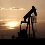 Kỳ vọng OPEC tiếp tục giảm sản lượng, giá dầu lên đỉnh gần 2 tháng
