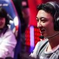 """<p class=""""Normal""""> Dù là con của một trong những người giàu có nhất Trung Quốc, Vương Tư Thông muốn tạo lập sự nghiệp riêng thay vì kế nghiệp cha. Khi mới trở về nước sau thời gian du học, anh thường phát trực tuyến việc mình đang chơi game.<span>Sau đó, Vương được cha cho 500 triệu nhân dân tệ (73 triệu USD) và dùng số tiền đó thành lập công ty cổ phần tư nhân Prometheus Capital. (Ảnh: </span><em>Invictus Gaming</em><span>)</span></p>"""