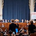 """<p class=""""Normal""""> Cựu cố vấn của Hội đồng An ninh Quốc giả Mỹ Fiona Hill (phải) và cố vấn chính trị tại Đại sứ quán Mỹ ở Kiev (Ukraine) David Holmes (trái) là 2 quan chức tham gia phiên điều trần thứ 5 vào ngày 21/11.<br /><br /><span>Bà Hill cho rằng những thành viên đảng Cộng hòa trung thành với Tổng thống Trump phải ngừng thúc đẩy ý tưởng rằng Ukraine can thiệp vào cuộc bầu cử tổng thống năm 2016. Trong khi đó, ông Holmes cho biết công việc của ông tại Đại sứ quán ở Kiev trong năm 2019 bị phủ bóng bởi hành động của ông Rudy Giuliani, một luật sư riêng của tổng thống Trump. Ảnh: </span><em>Reuters</em><span>.</span></p>"""