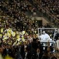 """<p class=""""Normal""""> Đức Giáo hoàng Pope Francis tới thăm và làm thánh lễ tại Sân vận động Quốc gia ở Bangkok, Thái Lan vào ngày 21/11. Thái Lan có khoảng 400.000 người theo Công giáo, chiếm hơn 0,5% dân số. Chuyến thăm gần đây nhất của Giáo hoàng tới nước này là Giáo hoàng Saint Pope John Paul II vào năm 1984, cách đây 35 năm. Ảnh: <em>Reuters</em>.</p>"""