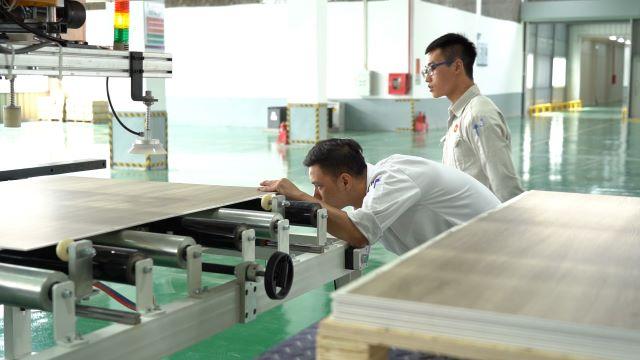 Nhựa Hà Nội 'xắn tay' làm thêm nghề mới
