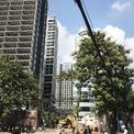 <p> Các toà căn hộ đang được hoàn thiện phần khối đế, phần căn hộ ở cơ bản đã hoàn thành. Phía mặt phố Minh Khai, lối cổng vào công trình, công nhận đang giải phóng mặt bằng theo quy hoạch.</p>