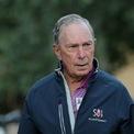 <p> Hôm 24/11, ông trùm truyền thông và cựu thị trưởng thành phố New York, Michael Bloomberg thông báo chính thức tham gia cuộc đua vào Nhà Trắng, với tư cách ứng cử viên đảng Dân chủ. Theo ước tính của tạp chí <em>Forbes</em>, Bloomberg sở hữu khối tài sản trị giá 54,1 tỷ USD. Ông là người giàu nhất New York và giàu thứ 9 tại Mỹ. Tỷ phú này là người đồng sáng lập công ty truyền thông và thông tin tài chính Bloomberg LP, chiếm 88% cổ phần. Năm 2018, Bloomberg LP đạt doanh thu 10 tỷ USD. (Ảnh: <em>Reuters</em>)</p>