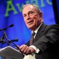 <p> Khi muốn tranh cử nhiệm kỳ thứ ba với tư cách là thị trưởng, Bloomberg đã vận động thay đổi luật giới hạn 2 nhiệm kỳ - và ông đã giành chiến thắng. Sau khi kết thúc 12 năm làm thị trưởng, Bloomberg dành nhiều thời gian để tham gia các hoạt động từ thiện. Năm 2015, ông quay lại nắm vị trí CEO Bloomberg LP. (Ảnh: <em>Getty Images</em>)</p>