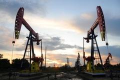 Tồn kho tăng, sản lượng của Mỹ cao kỷ lục, giá dầu giảm