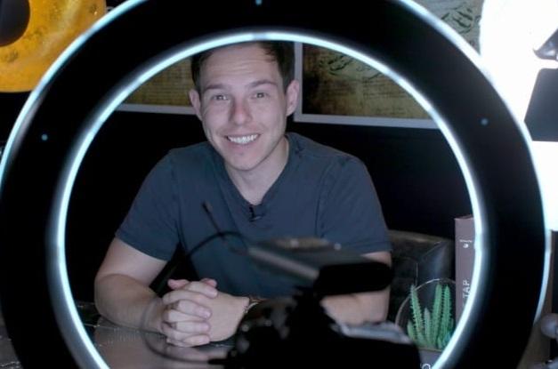 Stephan kiếm được ít nhất 1,6 triệu USD từ Youtubetrong năm nay. Ảnh: CNBC.