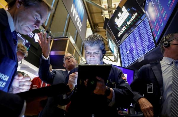 Số liệu kinh tế Mỹ tích cực, Phố Wall lập đỉnh lịch sử phiên thứ 3 liên tiếp