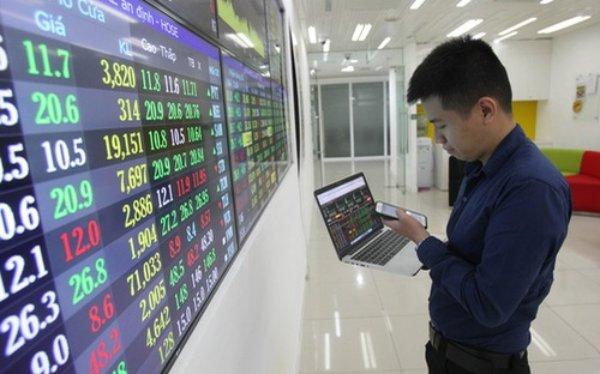 Cùng chiều với thị trường cơ sở, CW dựa theo cổ phiếu MWG lao dốc