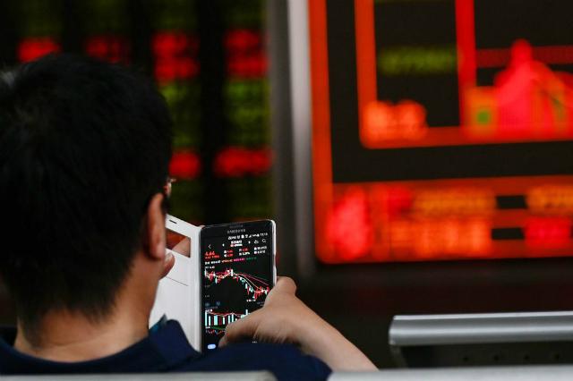Thị trường tài chính Trung Quốc ngày càng có thêm tín hiệu cảnh báo. Ảnh: Bloomberg.