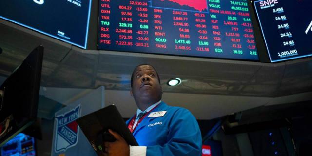 Thị trường chứng khoán thế giới nhiều lần chao đảo theo những diễn biến trong cuộc chiến thương mại Mỹ - Trung. Ảnh: AFP/Getty Images.