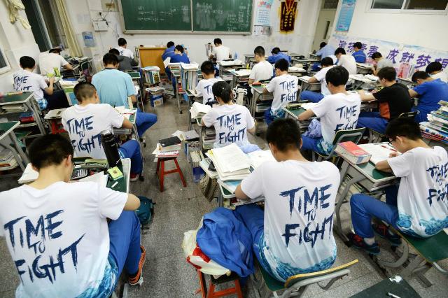 Trung Quốc có tỷ lệ thi đỗ CFA cao. Ảnh: Bloomberg.