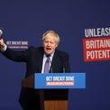 <p> Tại Telford, Thủ tướng Anh Boris Johnson ngày 24/11 công bố bản tuyên ngôn do đảng Bảo thủ soạn thảo cho cuộc bầu cử sắp tới. Ông Johnson cam kết đảng của ông sẽ tăng ngân sách cho y tế, không tăng thuế hoặc phí bảo hiểm quốc gia trong vòng 5 năm tới. Ảnh: <em>Bloomberg</em>.</p>