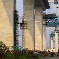 """<p class=""""Normal""""> Ông Nguyễn Ngọc Trung, Trưởng ban An toàn lao động, Ban điều hành gói thầu J3 cho biết, không kể trụ chính cao 135,8 m, những trụ cầu còn lại đều cao bằng các tòa nhà cao tầng.</p>"""