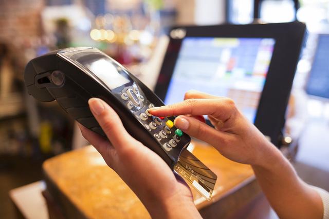 Siết thẻ tín dụng, thông điệp mạnh tay từ Ngân hàng Nhà nước - Ảnh 1.