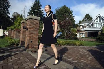 CEO Huawei nói con gái 'nên tự hào vì bị bắt'