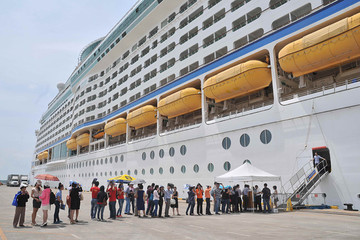 TP HCM nguy cơ 'mất sạch' khách tàu biển